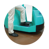 Step height: 305mm for 1t, 2t, 3t trucks.Low-effort to step on and off even in frequent use